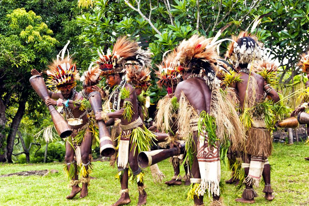 Ритуальный танец племени Новой Гвинеи