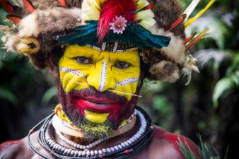 Мужчина племени Хули В Папуа – Новой Гвинее