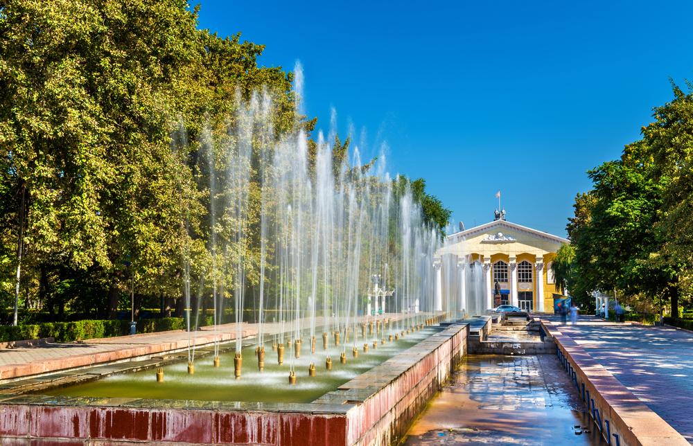Фонтаны на Аллее молодежи в Бишкеке