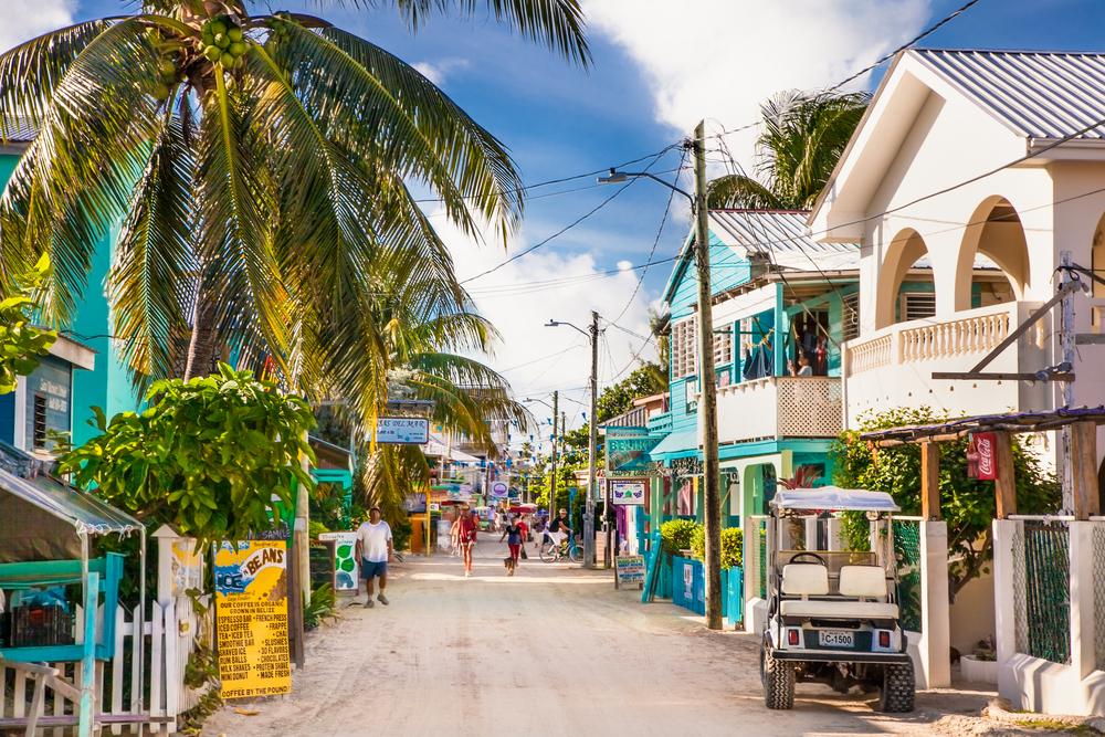 Одна из улиц города острова Кей Колкер