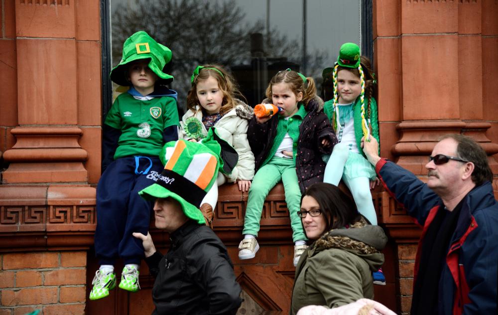 Дети на параде в честь Дня святого Патрика