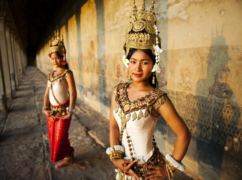 Танцовщицы традиционного танца апсара