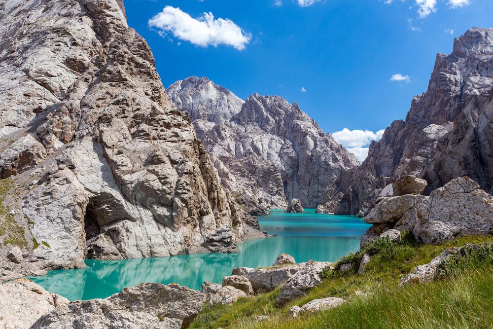 Горное озеро Кель-Суу в Киргизии