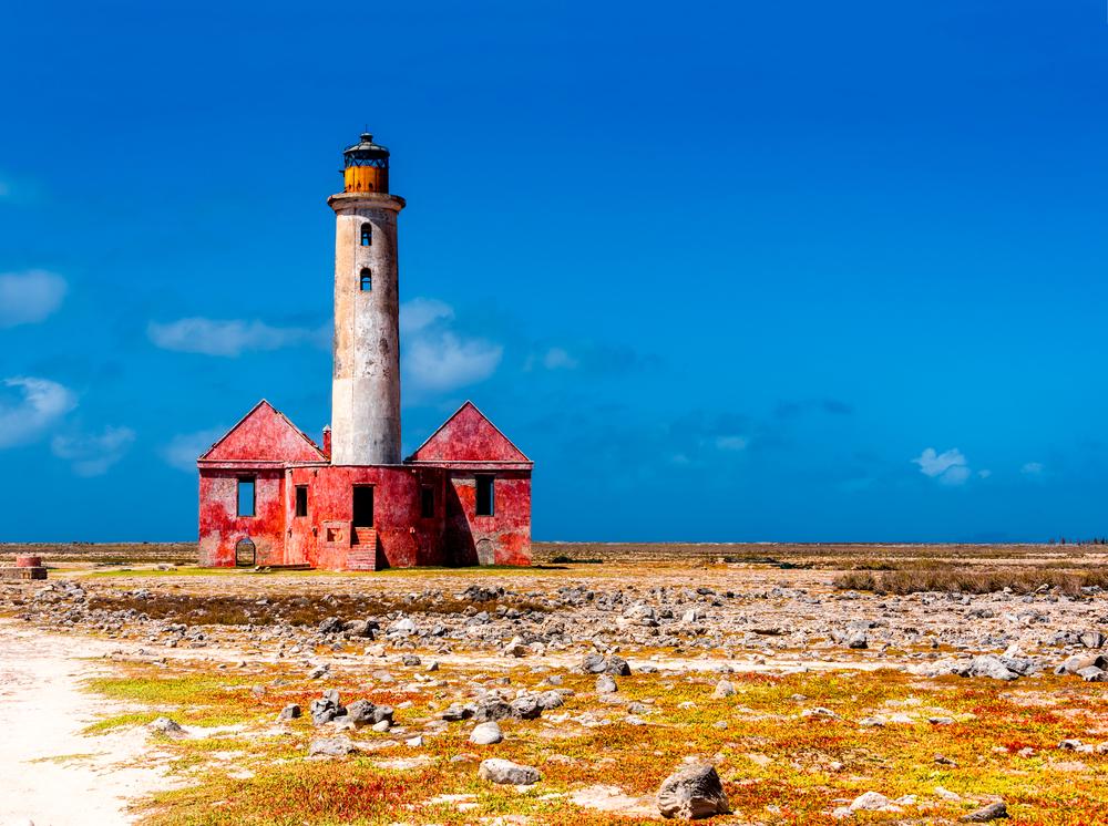 Заброшенный маяк острова Малый Кюрасао