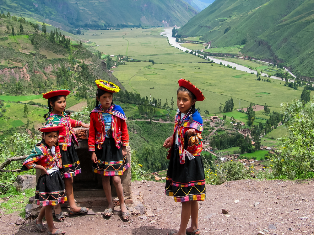 Дети на обзорной площадке Mirador Taray