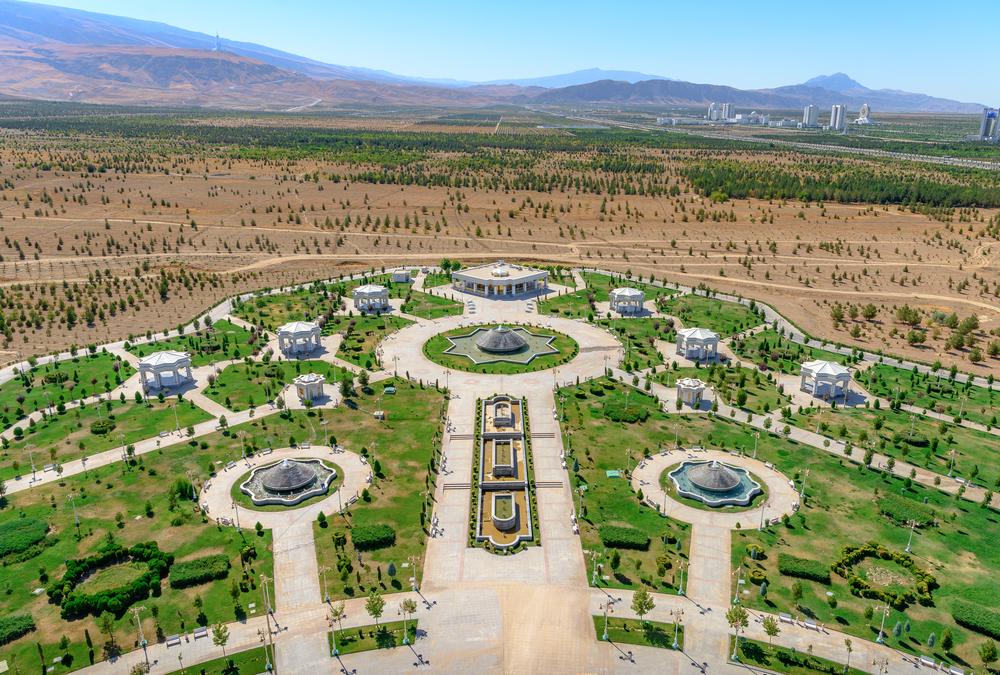 Современный парк в Ашхабаде