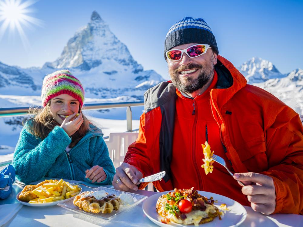 Туристы в горах Швейцарии