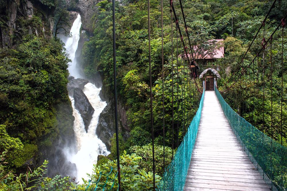 Горная река и водопад в Андах