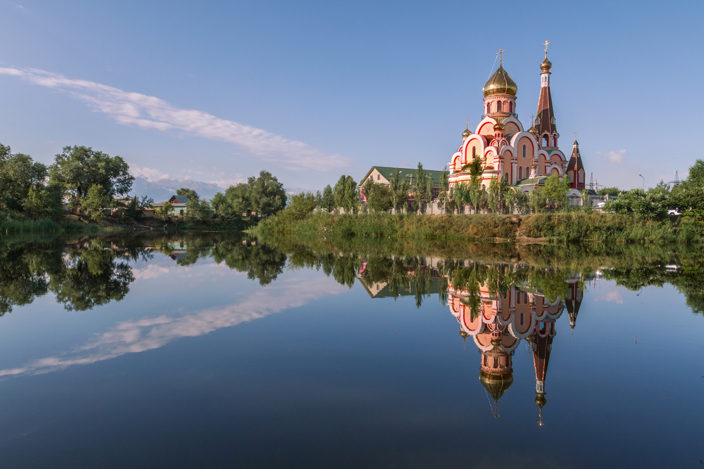 Отражение церкви