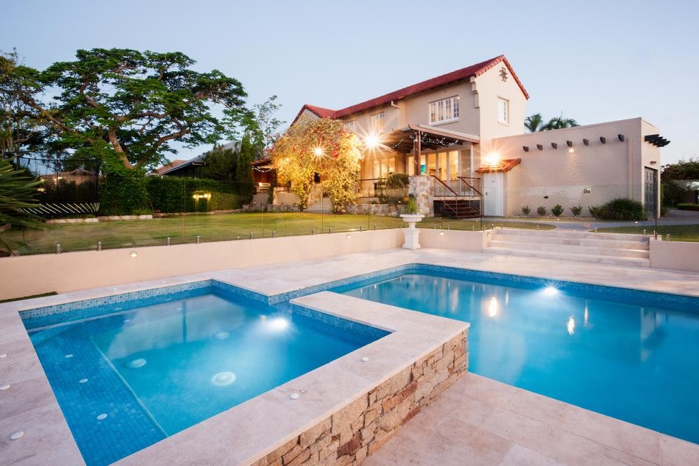 Дом с бассейном в Турции