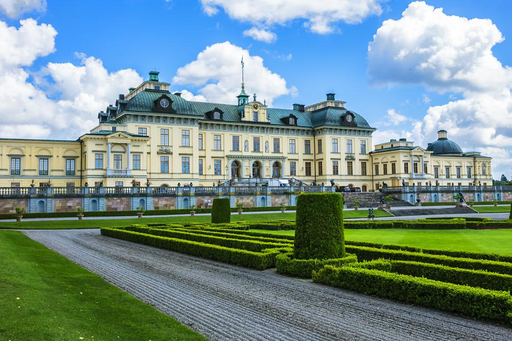 Общественный парк возле Дворца Дроттингхольм в Стокгольме