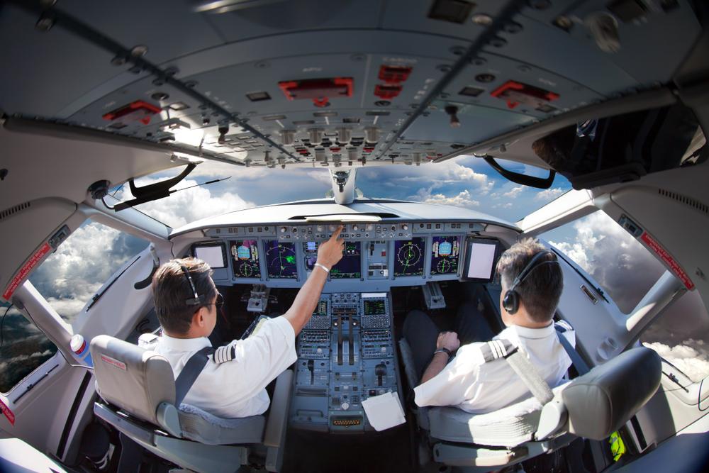 Пилоты самолета