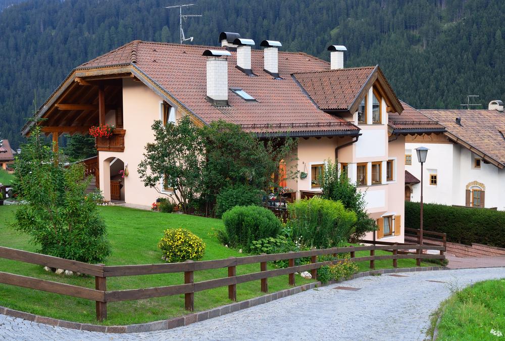 Дом с садом в альпийской деревне