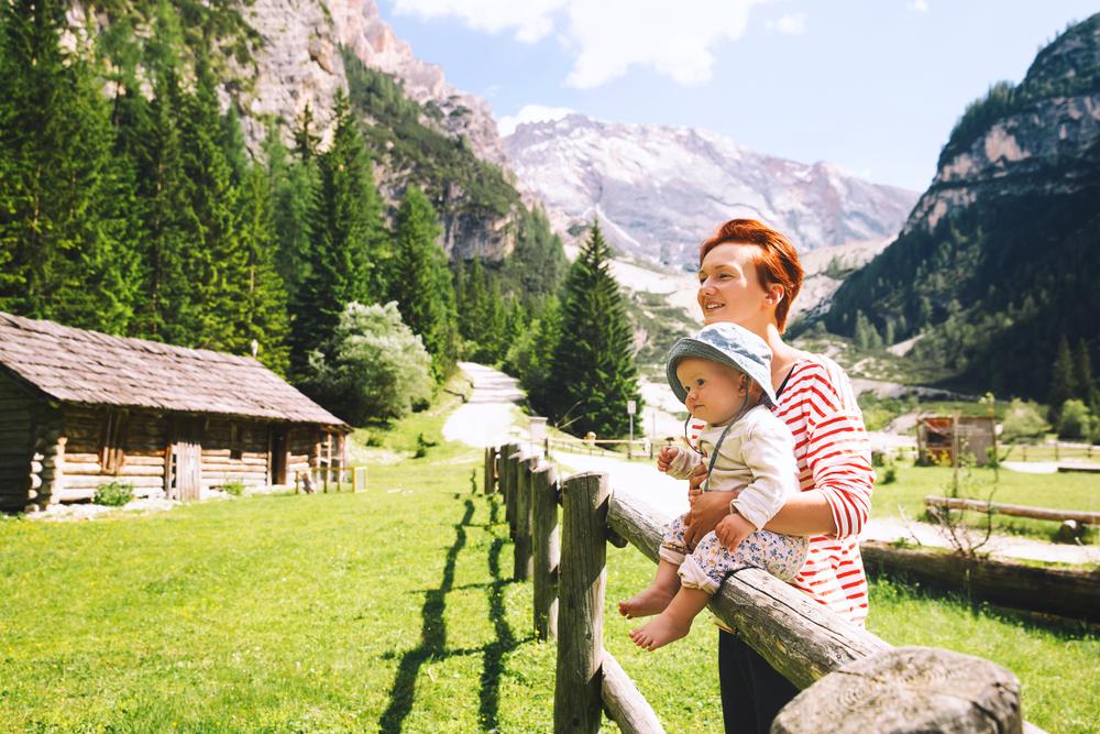 Семья в Доломитовых Альпах