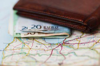 Уровень заработной платы в Латвии