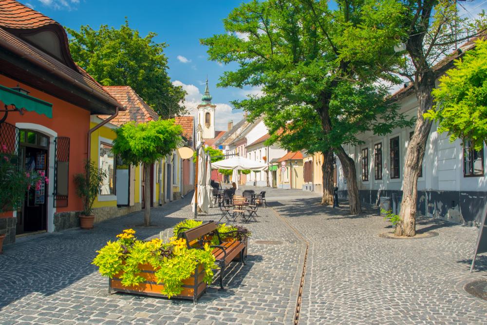 Живописный вид на Старый город Сентендре, Венгрия
