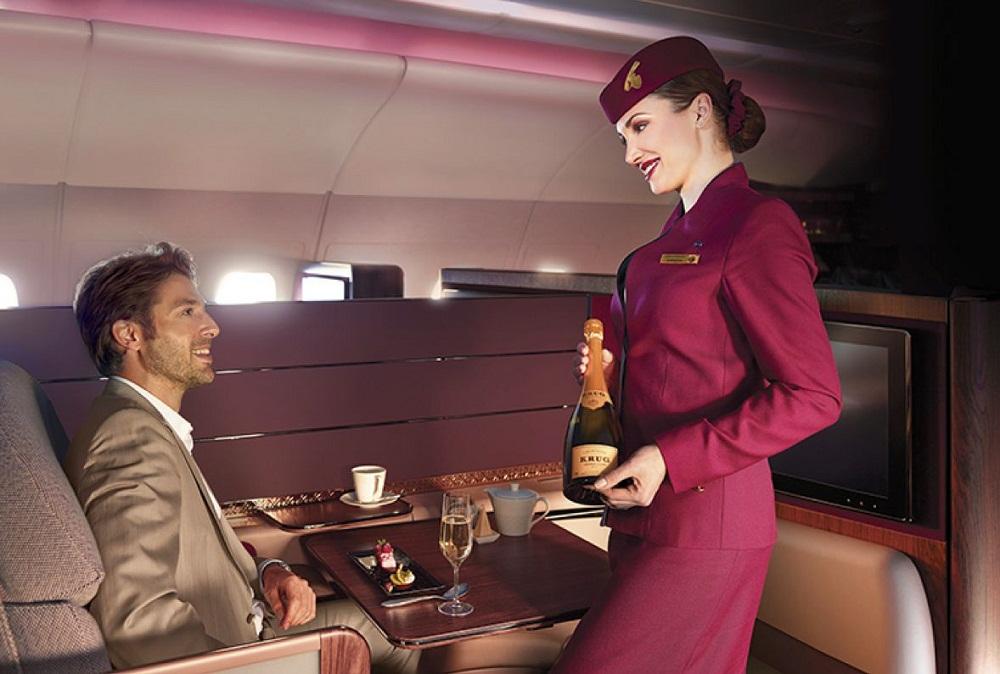 Стюардесса в «Катарских авиалиниях»