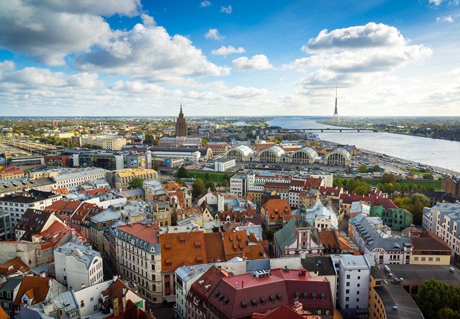 Как получить россиянину вид на жительство в Латвии и что дает документ?