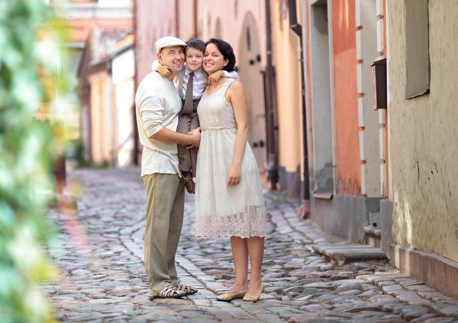 Воссоединение с семьей как основание для ВНЖ Латвии