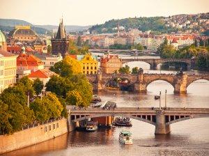 Виза в Чехию для россиян в 2018 году: особенности получения