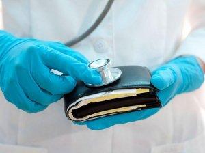Зарплата врачей: размер и от чего зависит